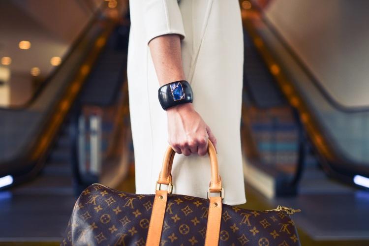 fashion-woman-cute-airport-2