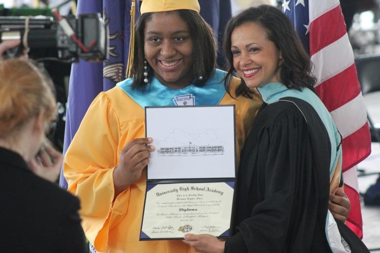 graduation-819762_1920.jpg