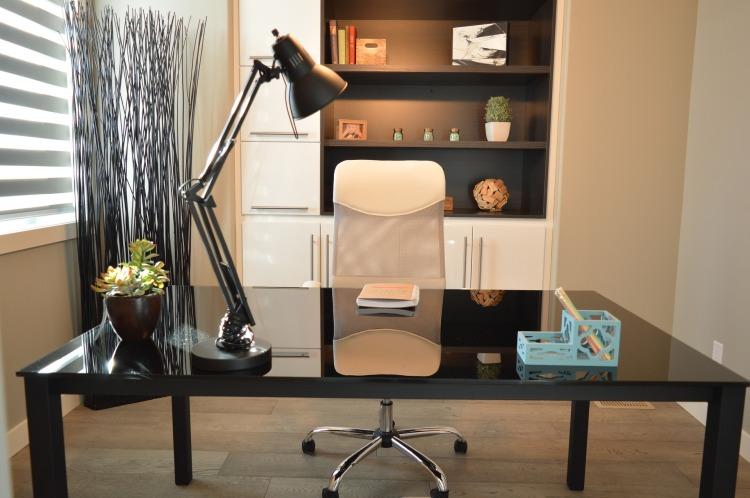 office-1078869_1920.jpg
