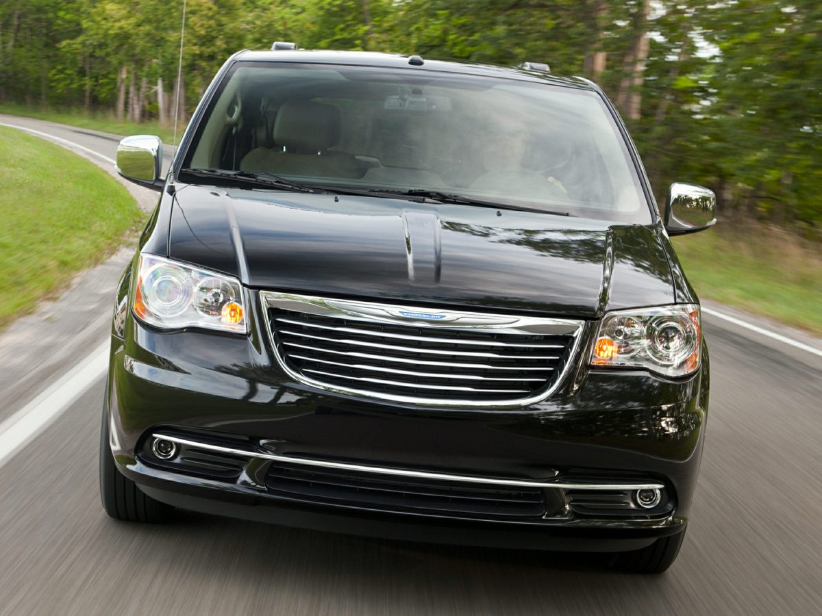 2016-Chrysler-Town-and-Country-Minivan-Van-LX-Front-wheel-Drive-LWB-Passenger-Van-Exterior-2.png