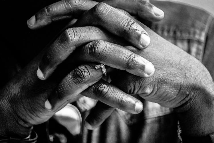 hands-2607743_1920